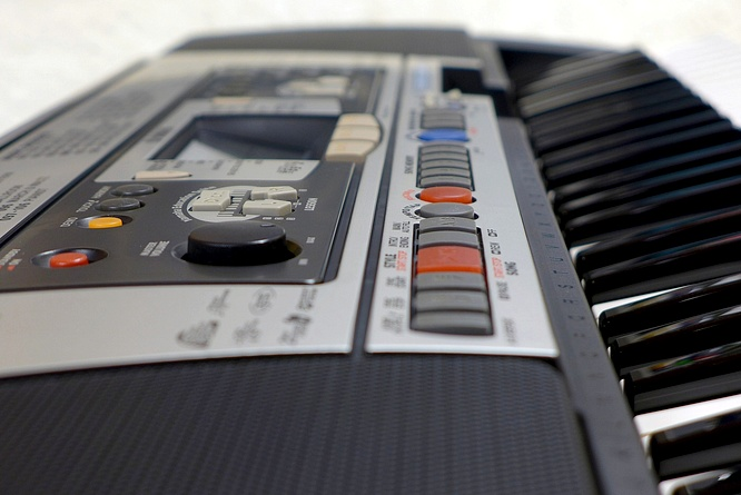 Yamaha PSR-350 PSR350 Portable Keyboard Arranger by deep!sonic 21.02.2017