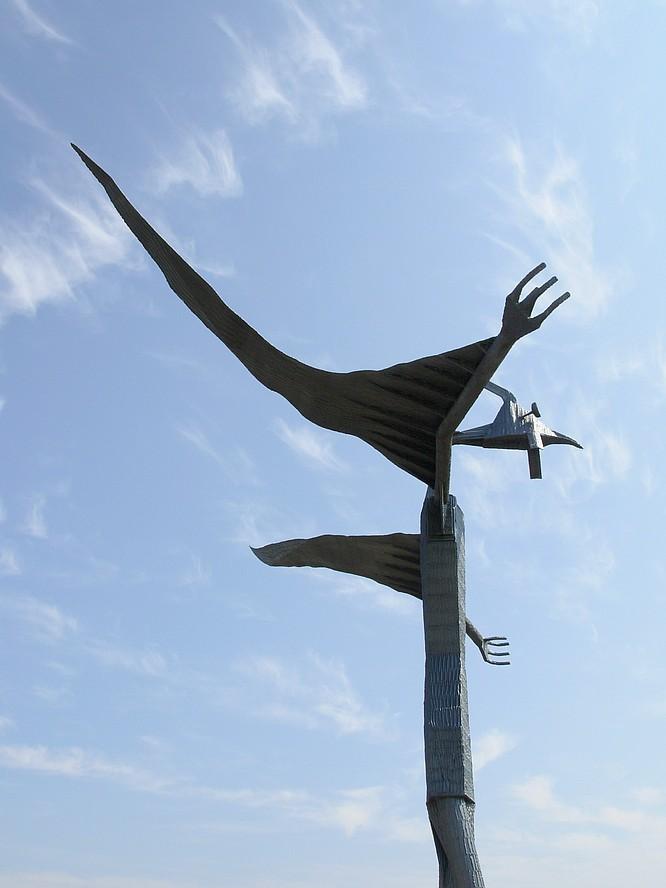 Skulptur am Flughafen in Grenchen