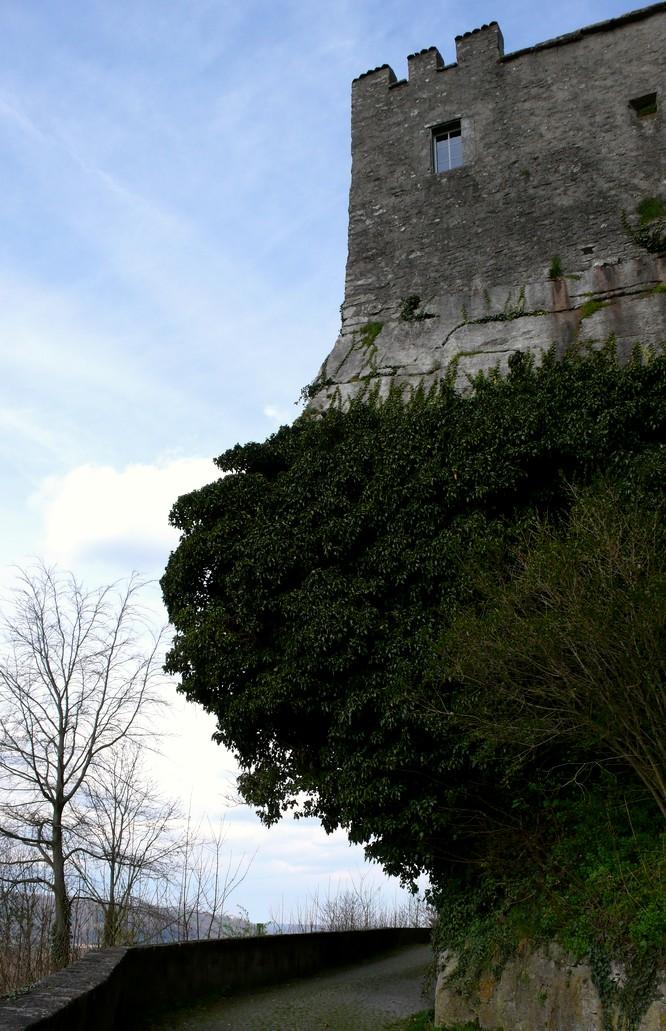 Weg um das Schloss Lenzburg