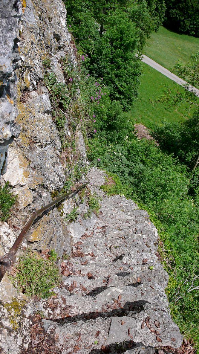 Aufstieg zur Grottenburg Balm