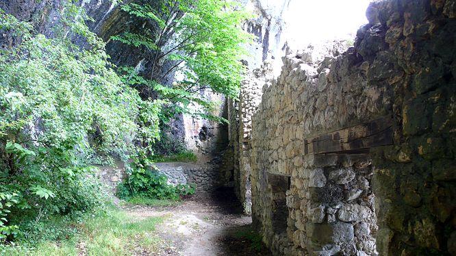 In der Grottenburg Balm