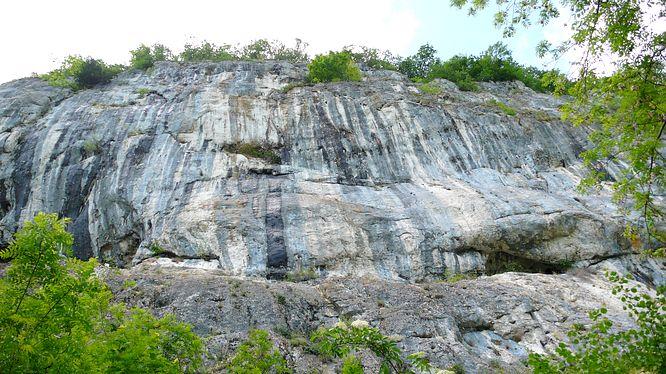 Felsen bei der Grottenburg Balm