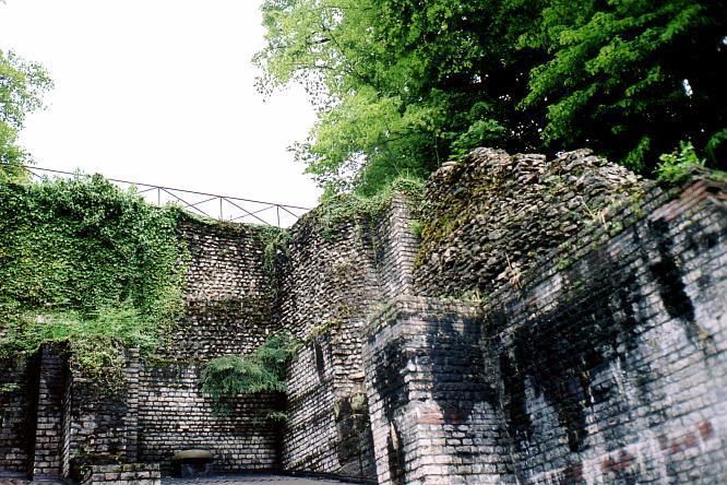 Mauern der Arena Augusta Raurica in Augst