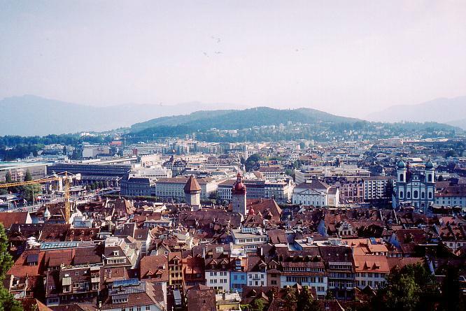 Auf Mauer in Luzern, Blick W