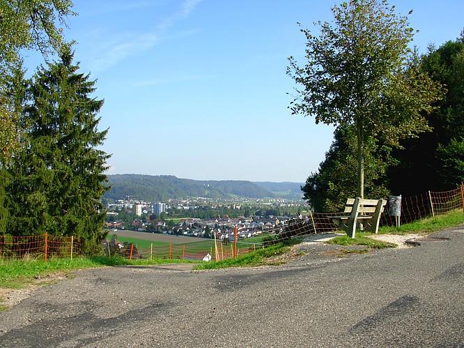 Sitzplatz auf dem Wissberg Strengelbach, Sicht auf Zofingen