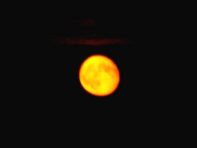 Oranger Mond
