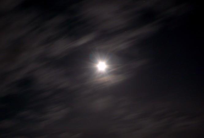 Vollmond als Sonne im Nachtmimmel
