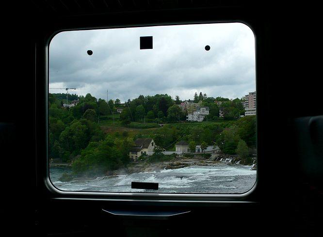 Rheinfall aus dem Zugfenster
