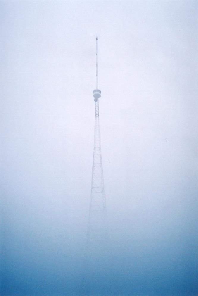 Antenne von Berom�nster im Nebel