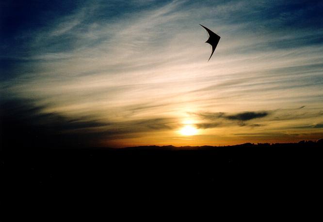 Sonnenuntergang mit Drache in Berom�nster