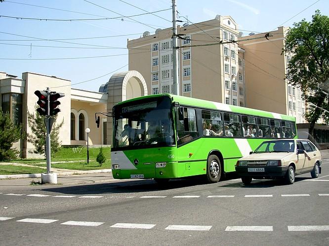 Mercedes Autobus in Tashkent